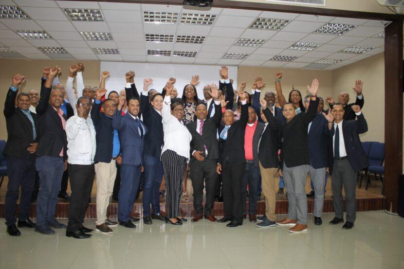 Directivos y presidentes de las asociaciones de judo durante la asamblea general del 2019.